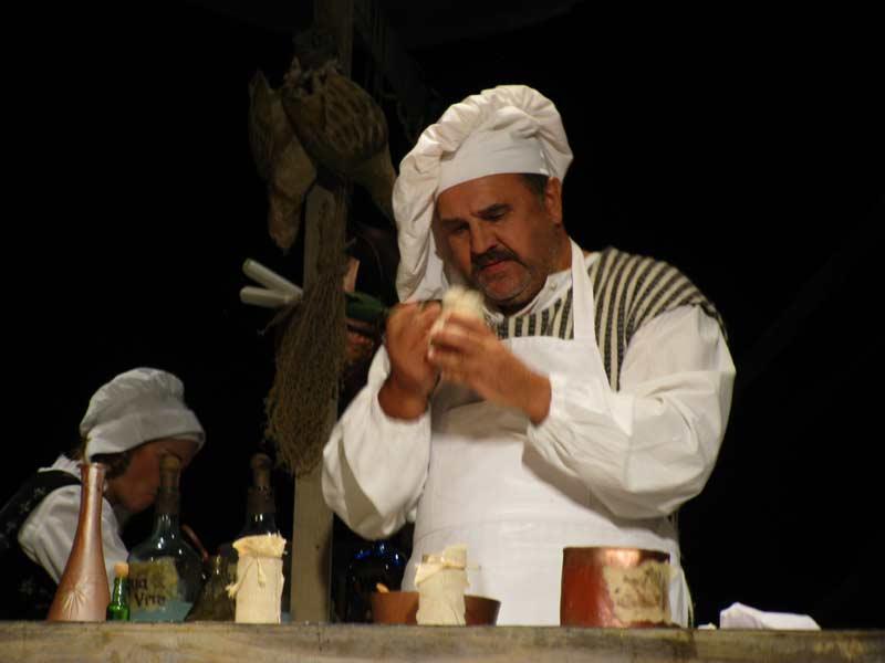 Головний герой цієї історії - королівський кухар (С.Глова). Фото - Л.Томенчук