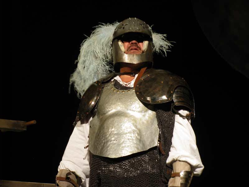 Це привід батька Гамлета. Звісно, його грає кухар. Фото - Л.Томенчук