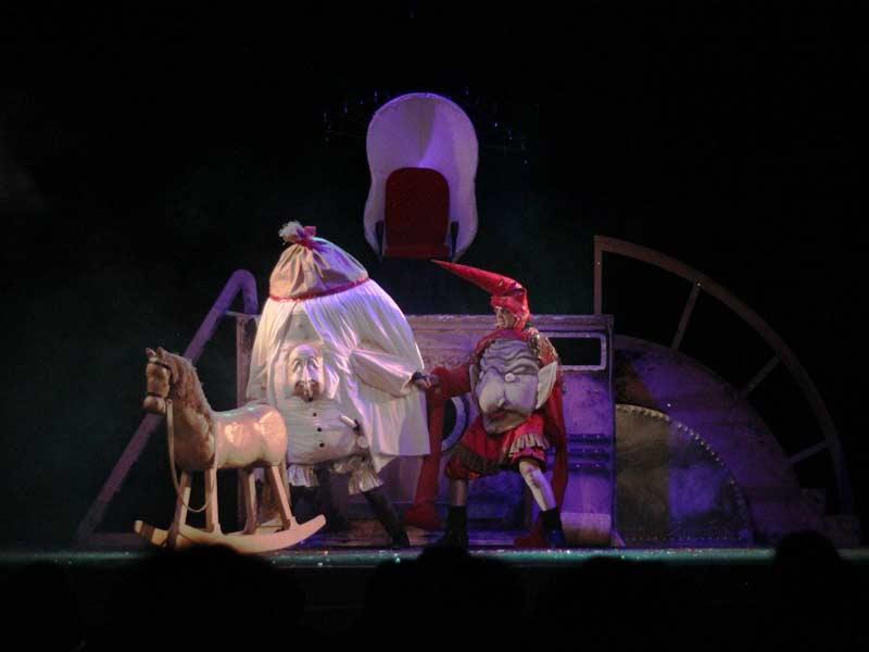 Верховна влада. Ненажердон (І.Прокоп'як) та Аспид (М.Мацьків). Фото – В.Підцерковний
